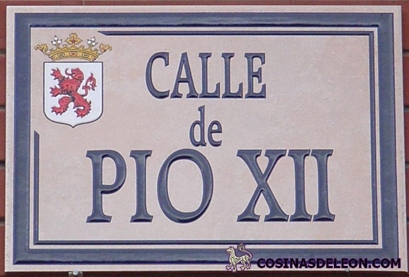 Calle Pio XII - placa
