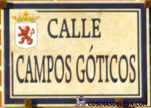 Calle Campos Goticos placa