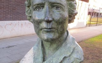 Busto Clara Campoamor